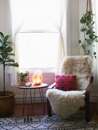 Peaceful room with salt lamp